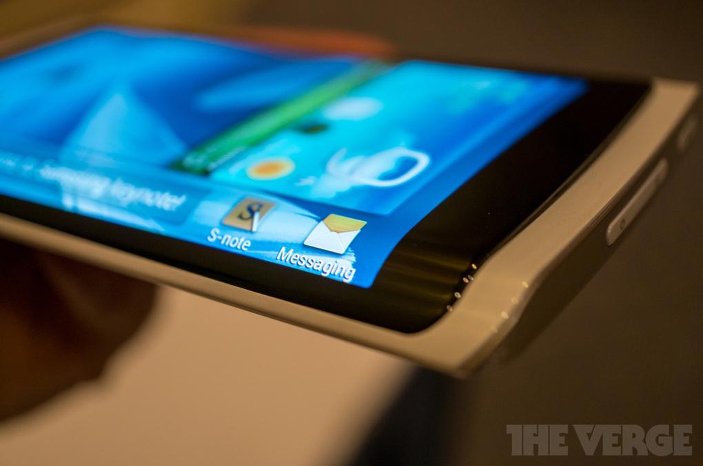 Самсунг телефон с изогнутым экраном фото